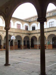 Patio del ex Convento. Iglesia de la Santísima Trinidad